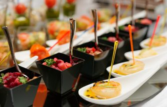 5 things to know when picking a restaurant to cater your party